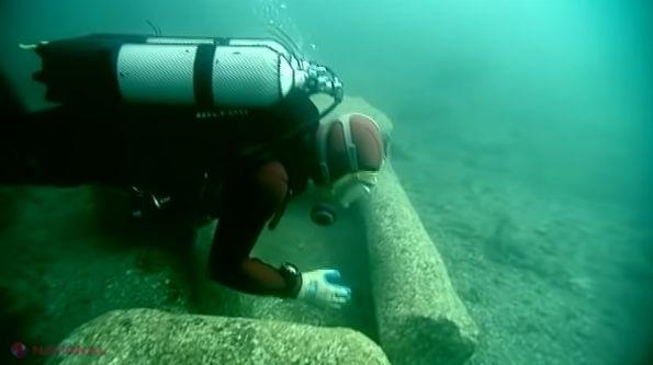 FOTO // Un SCAFANDRU care s-a aventurat pe FUNDUL mării a făcut o descoperire ULUITOARE sub o piatră