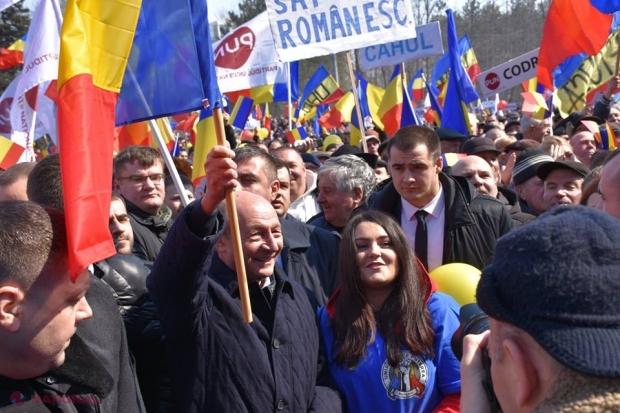 """Adunare ISTORICĂ pentru Unire la Chişinău. Băsescu și ULTIMATUMUL dat Parlamentului în anul Centenarului: """"Nu le e RUŞINE?!"""""""