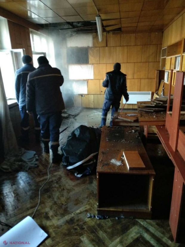 UPDATE, FOTO // Sediul PD din Glodeni, cuprins de FLĂCĂRI. INCENDIERE intenționată?