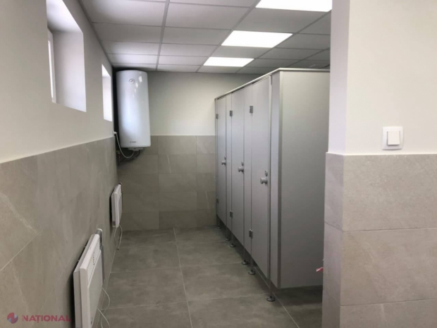 FOTO // Vama Leușeni are, în sfârșit, VECEURI DECENTE: Noile blocuri sanitare, date în exploatare